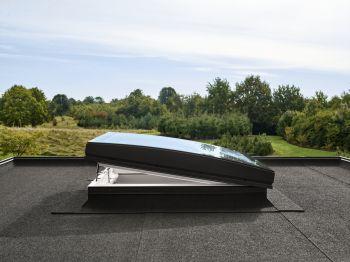 VELUX gebogen glaskoepel elektrisch en compleet met dakopstand 100x100 cm.