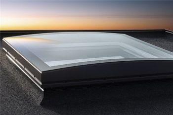 Velux gebogen glas koepel met hoge isolatie waarde en 3 laags HR++ glas dagmaat 120x120 cm.